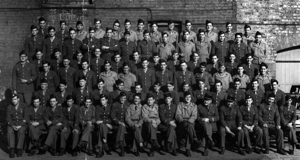 La nueve durante su estancia en Inglaterra, primavera de 1944.