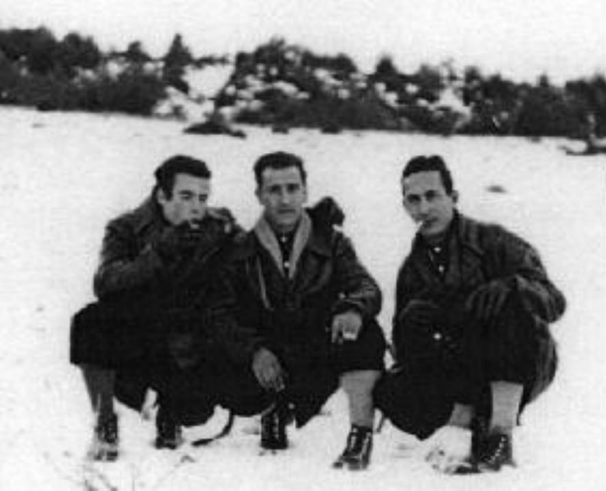 """Enrique Martínez, """"Face"""" y Celedonio García cruzando los Pirineos, Enero 1948."""