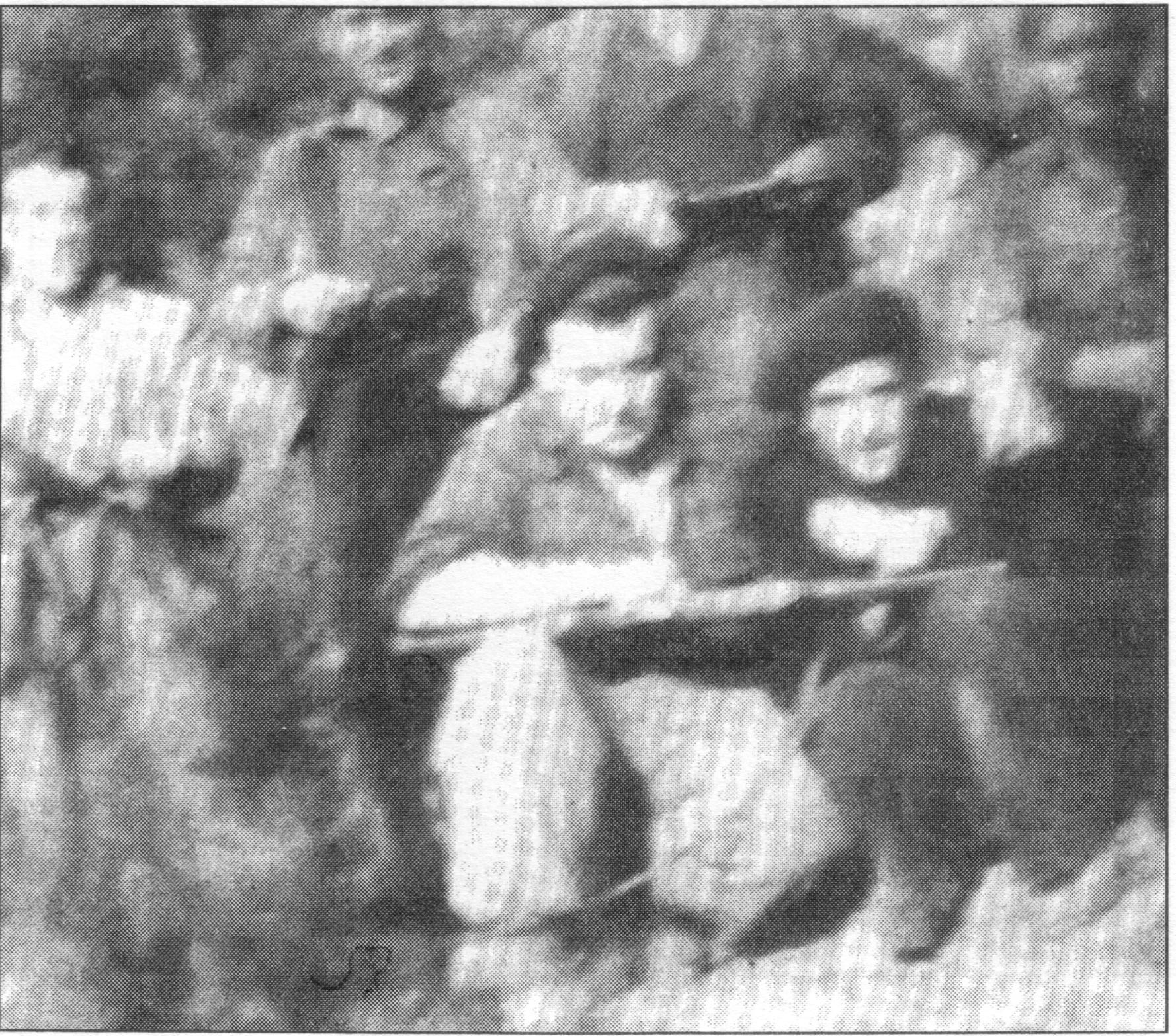 """Única foto de grupo que se conserva de la partida de Massana. Agachado en el centro, el propio """"Panxo"""", a su lado el guía Jesús Martínez """"el Maño""""."""