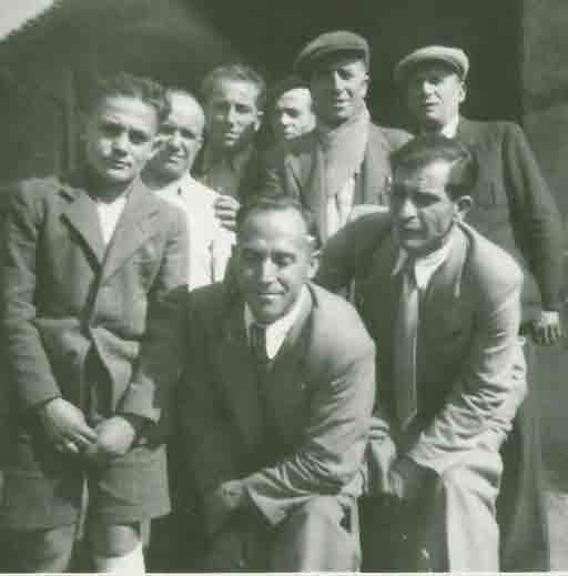 Un desconocido, Rogelio Burillo, Fabián Nuez, otro desconocido, Alejandro Nuez y el padre de Ángel Fernández. Agachados Alfredo Cervera y Jorge Camón.