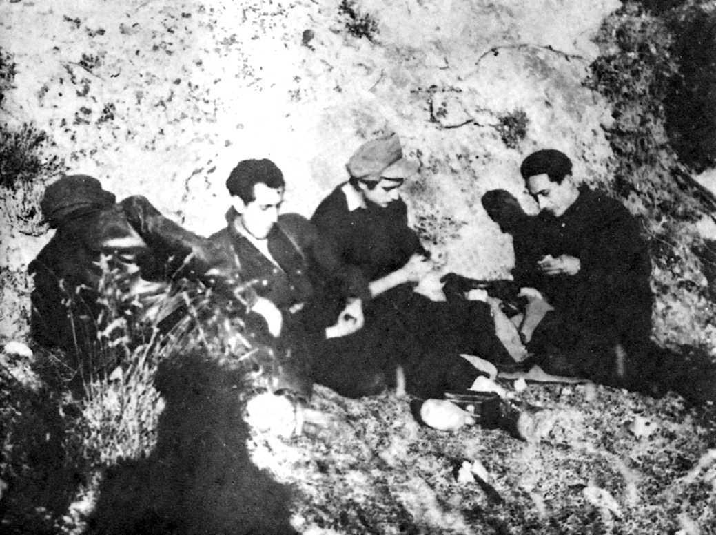 """""""El maño"""", """"Face"""", Enrique Martínez y Celedonio García. Fotografía tomada por Domenec Ibars, Pirineos, enero 1948."""