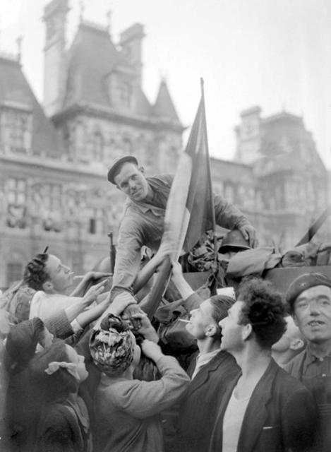El libertario Domingo Baños, en la liberación de París.