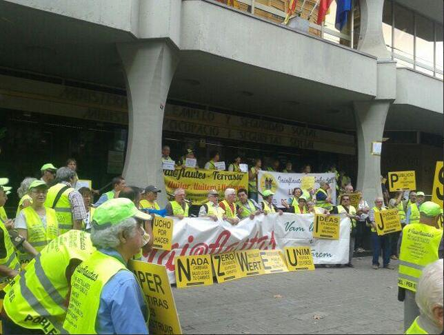 Los iaioflautas ocupan una oficina de la seguridad social en barcelona peri dico diagonal - Oficina seguridad social barcelona ...