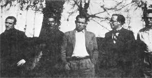 Grupo de pasadores de la red,Ponzánes el segundopor la derecha. 1940.