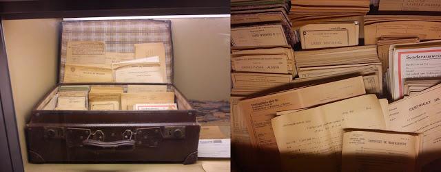 Maleta con ejemplares en blanco deCarte d'identité, Laissez-Passez Ausweis,Vorlaufiger Sonderausweis,   CertificatdeRecensement,Certificat deLibération, Sonderausweis, etc. para su posterior falsificación.