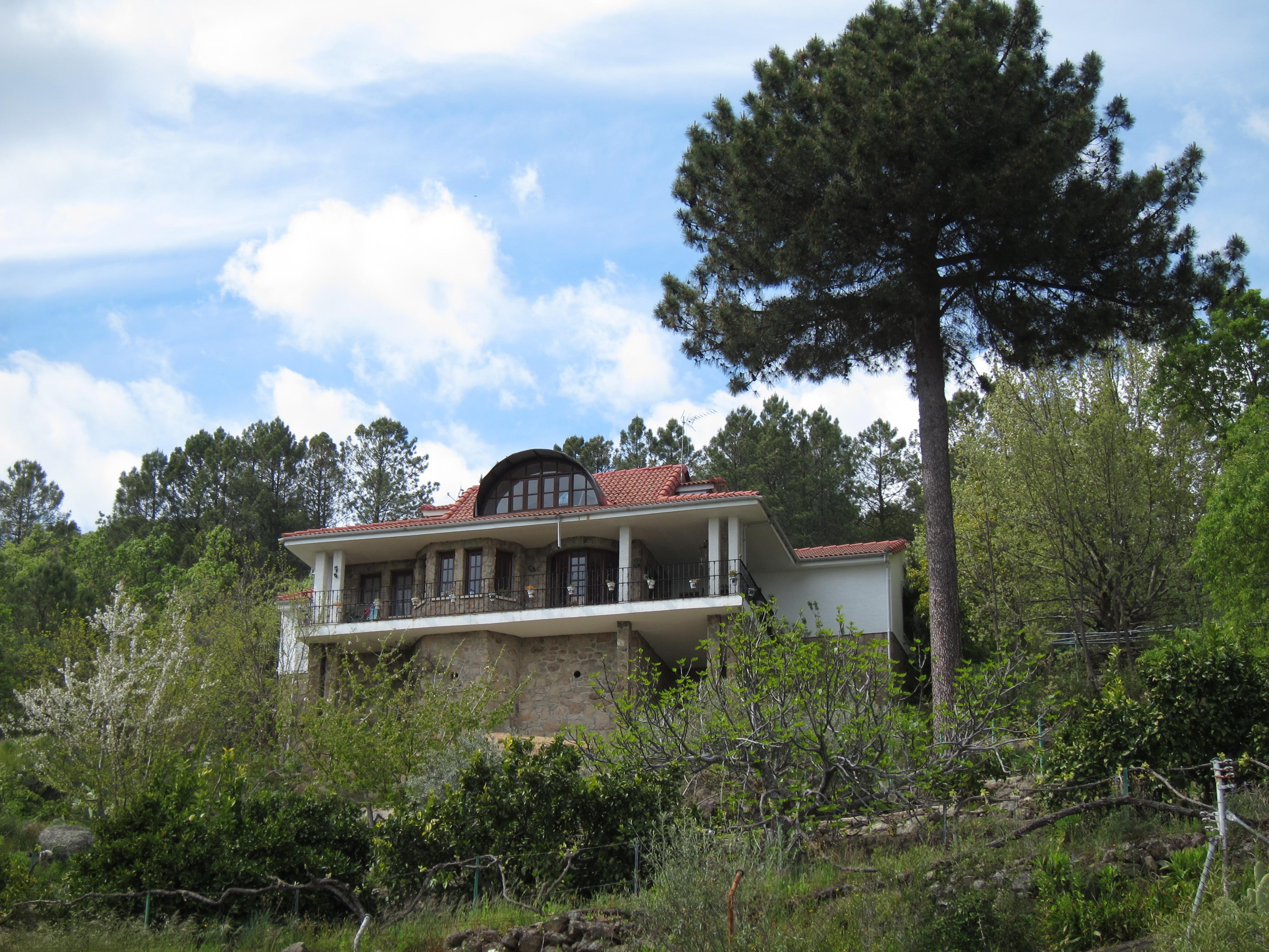 Las viviendas de los ricos en el valle del ti tar en suelo protegido iniciativa debate - Construir piscina en suelo no urbanizable ...