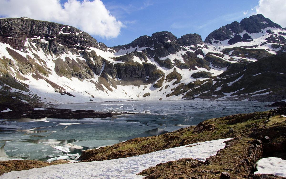Lago Urdiceto, por sus alrededores cruzó el grupo la frontera pirenaica.