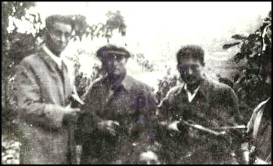 "José Neira, junto al guerrillero autónomo ""Guardarrios"" y a Leonardo Gómez Pérez."