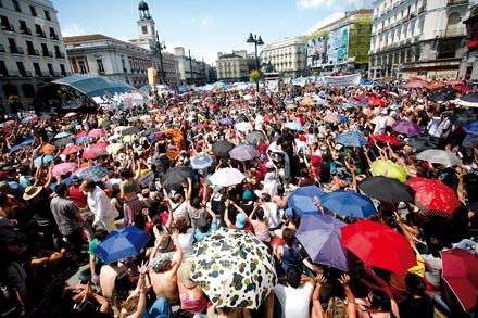 ACAMPADA DE SOL. Asamblea en la Puerta del Sol el domingo 29 de mayo.