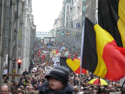 SIN GOBIERNO. Manifestación en Bruselas de 45.000 personas para pedir que se forme Gobierno tras siete meses desde las elecciones. Didier Misson