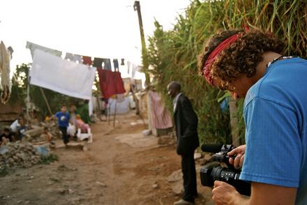 Documental 'ÄôMi Makhzen y yo'Äô (2012), ópera prima del estudiante de cine y activista marroquí Nadir Bouhmouch.
