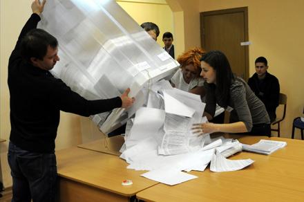 La OSCE ha detectado irregularidades en una de cada tres mesas electorales. Foto: Dimitri Brechalov