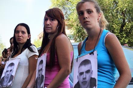 Familiares de Ramón Barrios, en una concentración en Madrid el pasado verano.