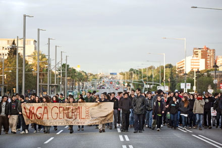 Corte de la avenida Diagonal durante la huelga del 17N. Foto: Albert García.
