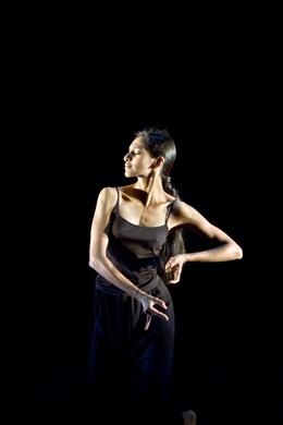 momentos de la pieza de danza 'Namasya Soli Contemporains'. LAURENT PHILIPPE Y NICOLAS BOUDIER