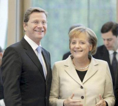 SOCIOS. El liberal Guido Westerwelle junto a la canciller alemana Angela Merkel.