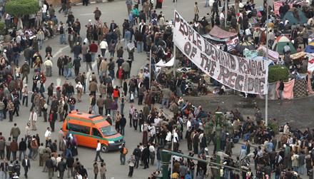 Manifestantes egipcios concentrados en la Plaza de Tahrir. Foto: Al-Yazeera