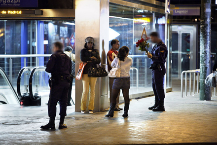 Control racista en Madrid. Foto: Edu_León