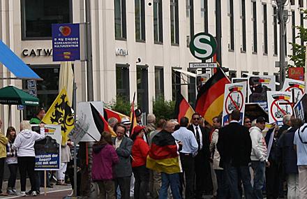 Seguidores de la extrema derecha en su manifestación del domingo en Berlín. Foto: Florian Daske.