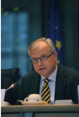 El comisario europeo de asuntos económicos y monetarios, Olli Rehn, que ha presentado esta mañana las previsiones de crecimiento para la UE, en una imagen de enero de 2012. Foto: Alde Adle.