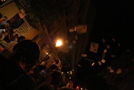 Piquetes cerrando comercios por el barrio de Lavapiés, Madrid.
