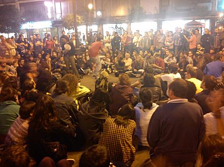 Un momento de la asamblea en la Plaza de Benavente. Foto: Marta G. Franco