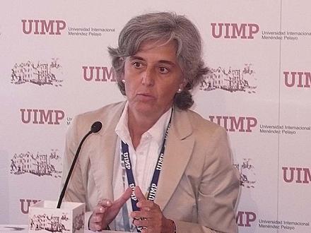 La directora de la Aneca, Zulima Fernández, en los cursos de verano de la Menéndez Pelayo. Foto: Aneca