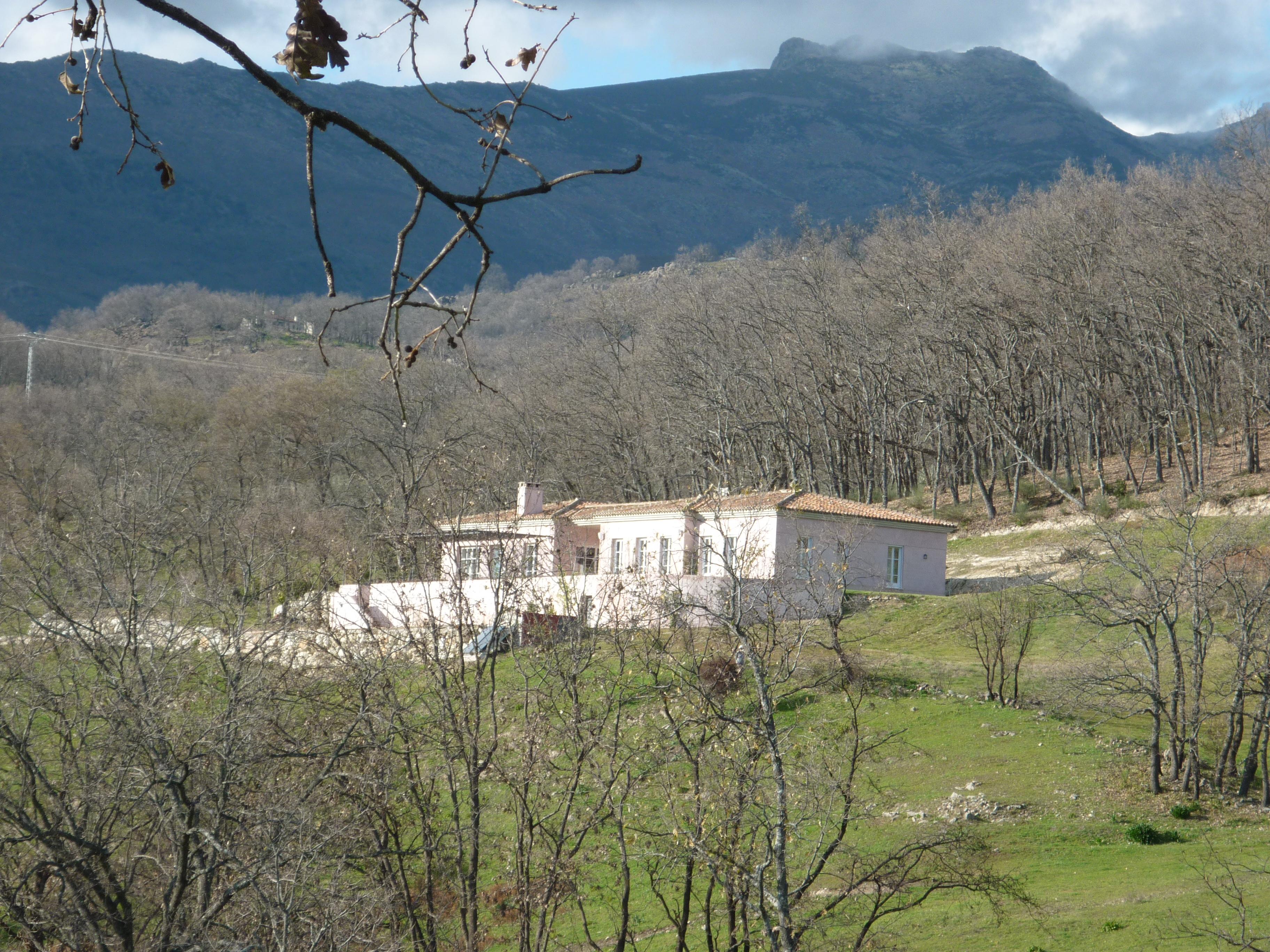 Las viviendas de los ricos en el valle del ti tar en for Suelo no urbanizable