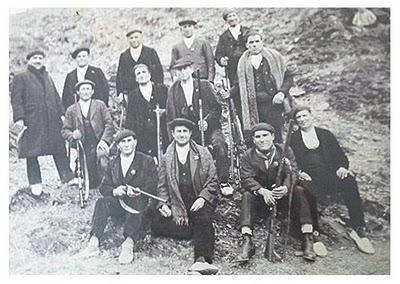 Grupo de somatenes posando para la cámara