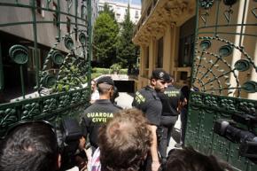 La Guardia Civil vigila la entrada de la SGAE // Foto: David Fernández