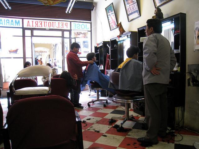 Las peluquerías se movilizan por una bajada del IVA