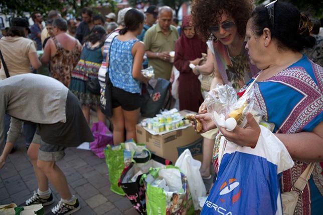 Un modelo caritativo y de control social en el reglamento para el reparto de alimentos
