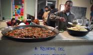 LA MADREÑA. La hora de la comida en este centro social de Oviedo. MARÍA ARCE