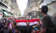 MARCHA AL SUPREMO Los activistas fueron al lugar donde se juzgaba a Mubarak. Foto: Al Hussainy Mohamed