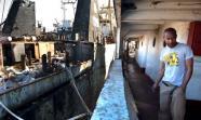 RIESGO DE INFECCIONES. Los habitantes de este 'poblado marítimo'Äô malviven entre la chatarra. JUDITH PRAT