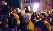 ASAMBLEA en la plaza de la Universidad de Bucarest. / Foto: Damjan BNZ.