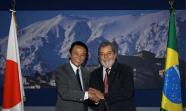 BUENAS RELACIONES. Taro Aso, primer ministro de Japón, junto al presidente brasileño Lula da Silva.
