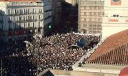 Miles de manifestantes abarrotan la Puerta del Sol de Madrid. Foto: Pepa González