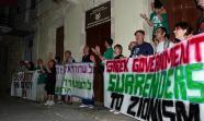 Manifestación de Rumbo a Gaza en la ciudad de Chania, próxima al muelle donde se encuentra el barco. Foto: Rumbo a Gaza