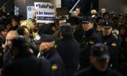 La policía en el Metro impidiendo la protesta del movimiento #Yonopago (Foto: Edu León)