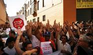 Primer desahucio paralizado en Madrid. Barrio de Tetuán, junio de 2011. Imagen: Álvaro Minguito