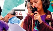 APOSTAR POR EL CAMPO. Lidia Serna durante la lectura de un comunicado en la concentración del pasado 1 de septiembre en Santiago de Compostela. Sindicato Logrego Galego