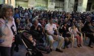 El público durante la actuación de uno de los coros en la nave central de La Tabacalera. Foto: Alvaro Minguito.
