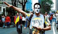 Manifestante en Bogotá. Buscando las siete diferencias. Foto: Oneris Rico.