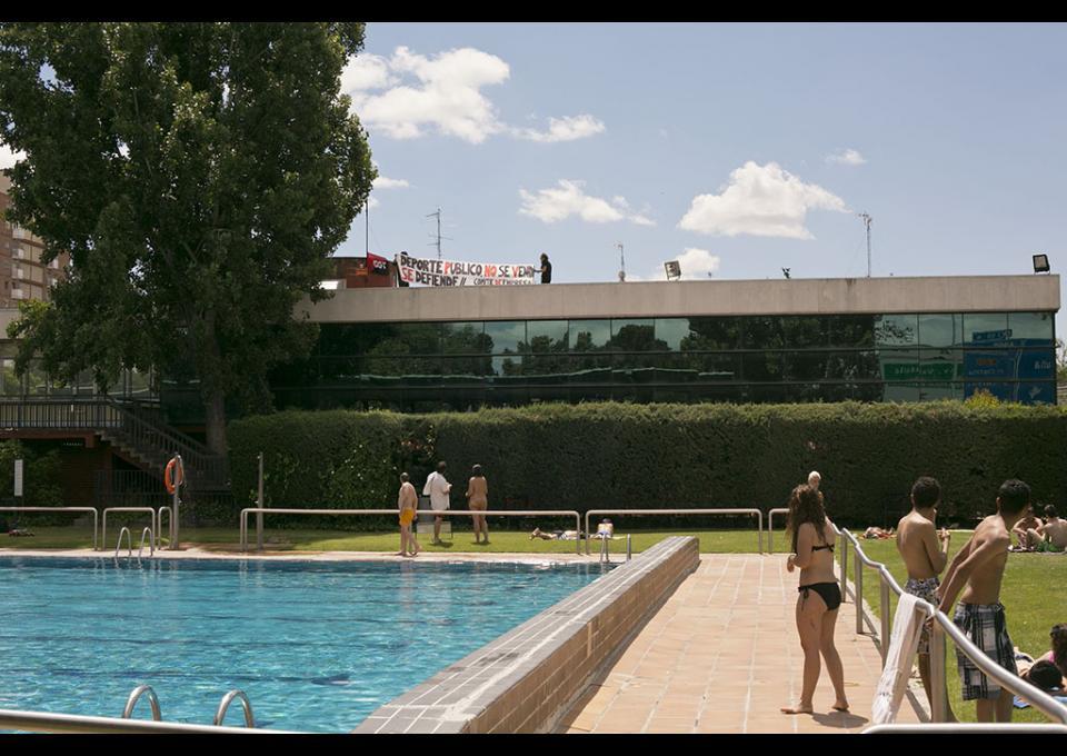 bajada de precios de piscinas y negativa al proyecto de