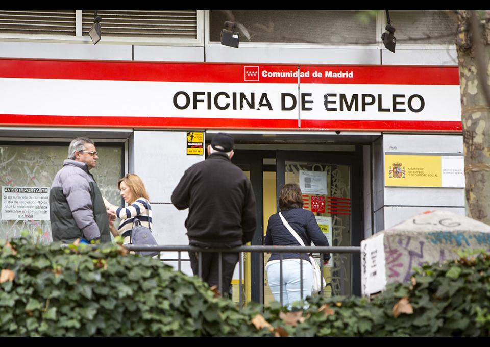 Una mayor a social catalana a favor de una renta b sica for Oficina de inem madrid